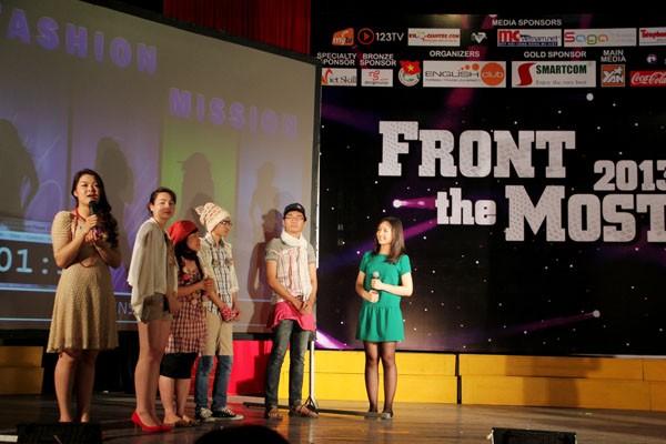 Chu Việt Nga thể hiện ấn tượng khả năng nói tiếng Anh, dẫn chương trình và sự dí dỏm, chín chắn