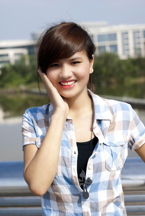 Nữ sinh Đại học Nguyễn Tất Thành khoe dáng - ảnh 1