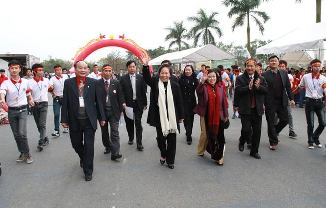 Phó Chủ tịch nước Nguyễn Thị Doan cùng đại diện nhiều bộ, ngành T.Ư và Hà Nội đến dự Lễ hội Xuân hồng 2013