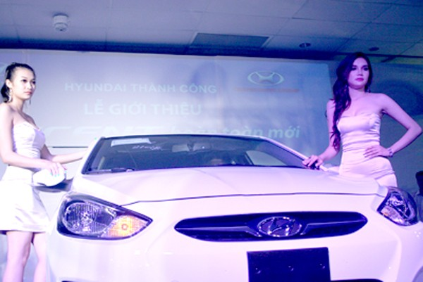 Kiều nữ thả dáng bên Hyundai Accent - ảnh 7