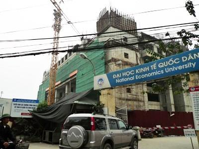 Tòa nhà Trung tâm Đào tạo trường ĐH Kinh tế Quốc dân vẫn chưa xây xong vì thiếu vốnẢnh: Hồng Vĩnh