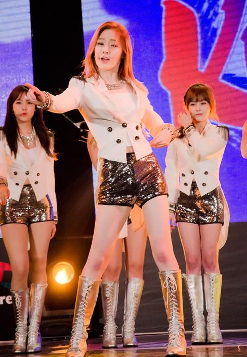 Nhóm nhạc nữ T-Ara khoe da trắng, chân thon - ảnh 16