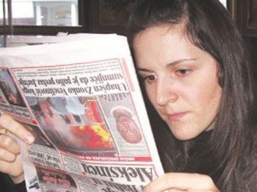 Cô gái luôn đặt mọi thứ lộn ngược mới có thể xem, đọc một cách bình thường