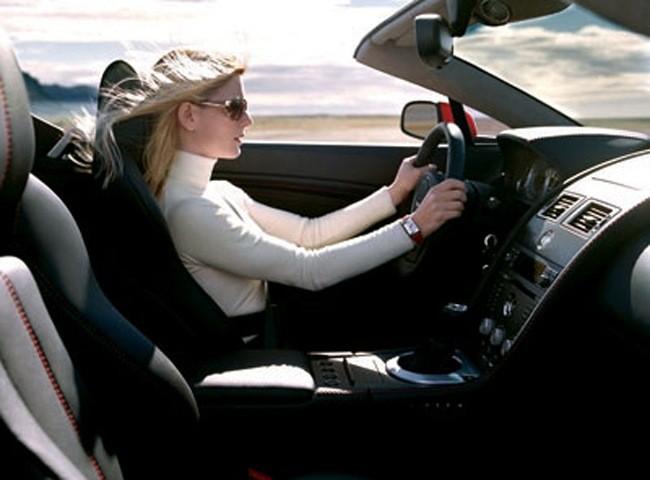 Theo thống kê tại Mỹ, lái xe nữ có nguy cơ tử vong cao hơn trong va chạm xe mà nguyên nhân do dây an toàn thiết kế dành cho đàn ông là chủ yếu