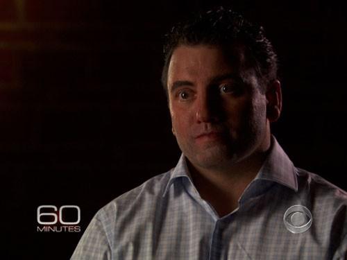 Mark Owen trong chương trình 60 phút của đài CBS hồi tháng 9-2012 được             hóa trang và thay đổi giọng nói.