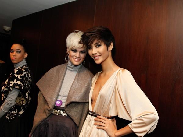 Cô chụp ảnh kỷ niệm cùng các thí sinh Germany's Next Top Model 2012