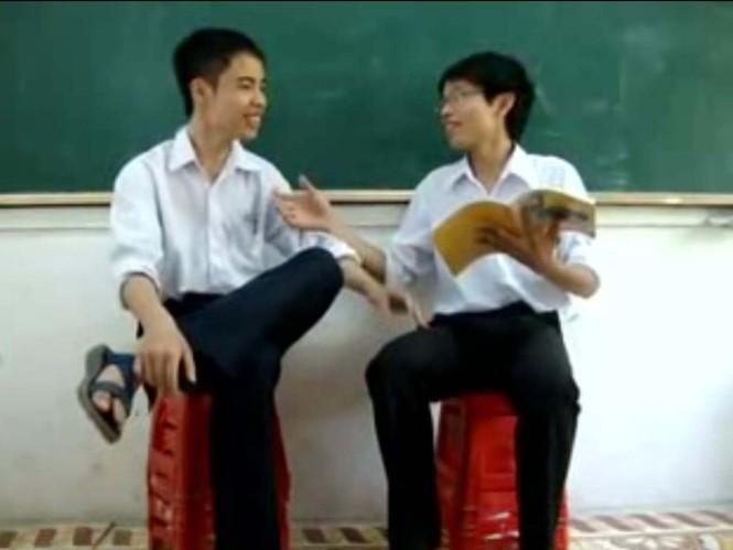 Màn hỏi xoáy đáp xoay của học sinh lớp 11A1 K37 trường THPT Hoa Lư, Ninh Bình