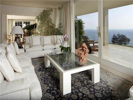 Ngồi trong nhà, ta vẫn dễ dàng ngắm được biển Địa Trung Hải
