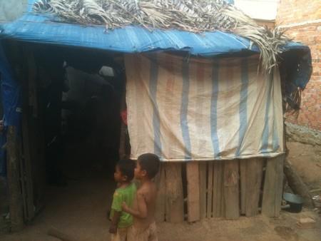 Túp lều của vợ chồng chị Thạch Thị Xuân