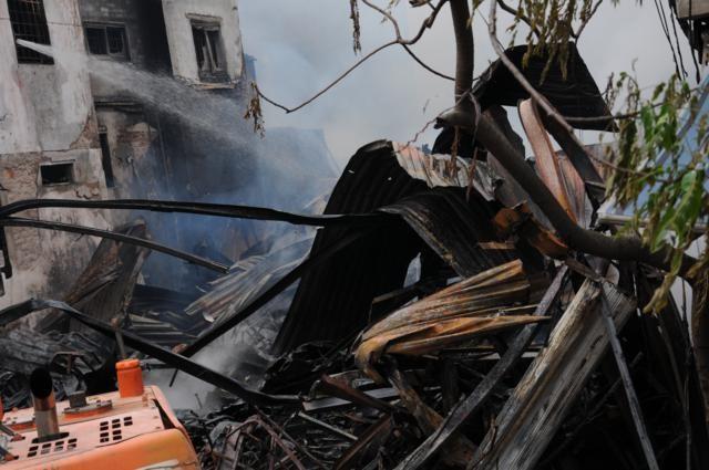 Nhà năm tầng thành đống đổ nát vì hỏa hoạn - ảnh 6