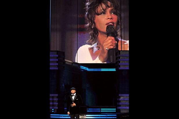 Các nghệ sĩ tưởng niệm huyền thoại âm nhạc Whitney Houston