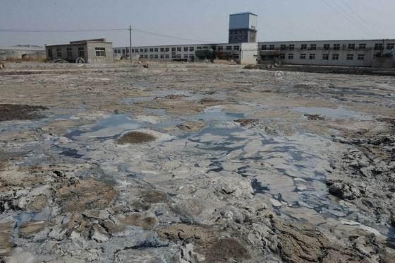 Nước thải từ nhà máy sản xuất gelatin ở Hà Bắc.