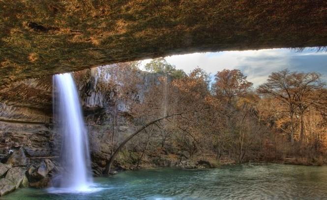 Hồ nước đẹp lung linh dưới mỏm đá - ảnh 6