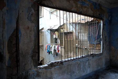 TPHCM: Chung cư chờ sập hoang tàn đáng sợ - ảnh 10