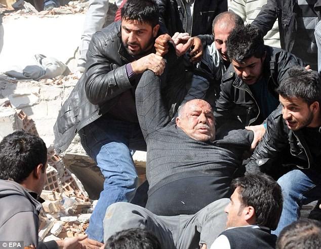 Thổ Nhĩ Kỳ dốc sức tìm kiếm các nạn nhân - ảnh 7