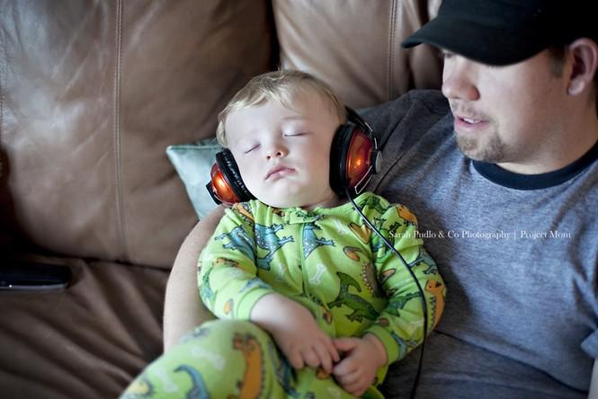 Những kiểu ngủ gật đáng yêu của bé - ảnh 2