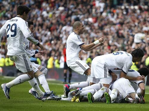 Mùa này, dù còn bất ổn, nhưng dưới dự dẫn dắt của Mourinho,             Real vẫn đang tiến những bước vững chắc
