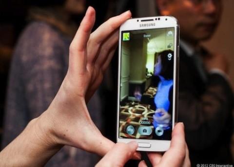 Chụp ảnh Dual-shot với chức năng chụp camera trước và sau cùng lúc