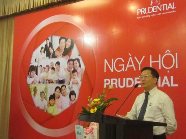 Phát biểu tại buổi lễ trao học bổng, ông Nguyễn Hiệp Thống, Phó Giám đốc Sở GD&ĐT Hà Nội bày tỏ sự cảm kích trước nghĩa cử mà tập thể hai cơ quan Prudential và Báo Tiền Phong dành cho học sinh nghèo Thủ đô.