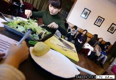 Còn hồi tháng 12 năm 2012, câu lạc bộ doanh nhân độc thân đã mở cuộc thi nấu ăn để tuyển vợ cho các triệu phú