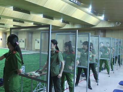 Hình ảnh các nữ vận động viên thi môn bắn súng CZ83