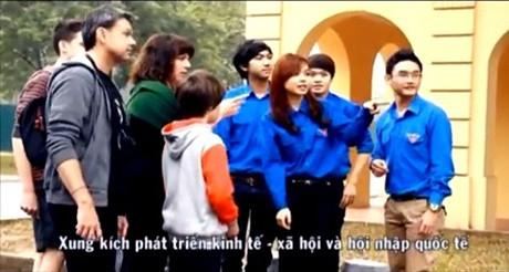 Hình ảnh áo xanh tình nguyện tràn ngập trong clip