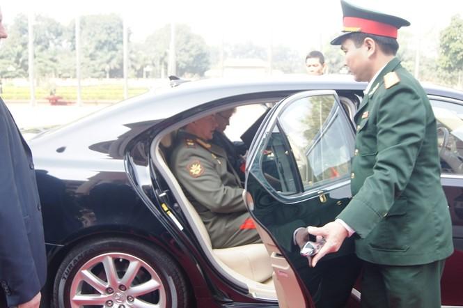 Sỹ quan an ninh quân đội Việt Nam chu đáo phục vụ Bộ trưởng Quốc phòng Liên bang Nga