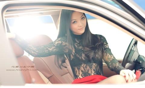 Người mẫu sexy bên xế hộp BMW - ảnh 11