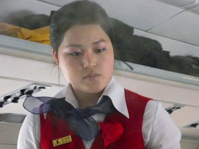 Khi bay cùng Air Koryo, hành khách sẽ thấy lờ mờ khói trong khoang, nhưng đừng lo quá, đó là hơi nước từ hệ thống điều hòa. Có hành khách ví von như có một chiếc máy phun khói đang hoạt động trong cabin vậy