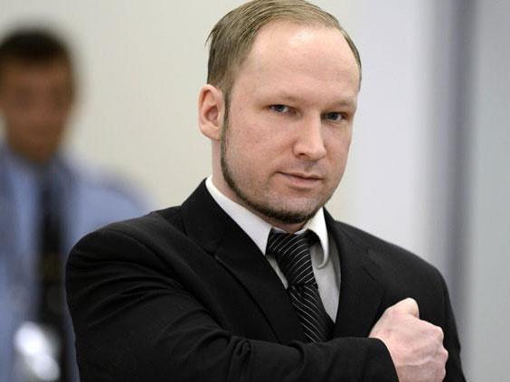 Sát thủ Na Uy Anders Behring Breivik tại tòa