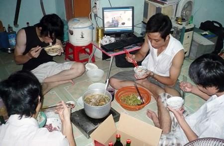 Bữa cơm sinh viên. Ảnh minh họa