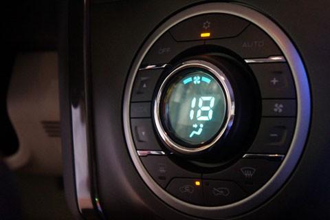 Cận cảnh Chevrolet Colorado LTZ - ảnh 16