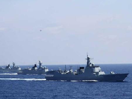 Tàu chiến Trung Quốc 'diễu võ dương oai' ở Trường Sa - ảnh 7