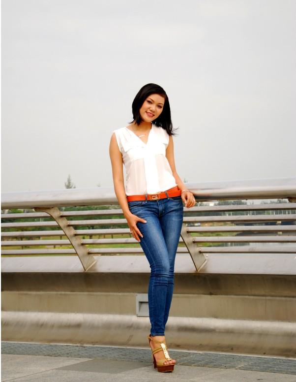Nữ sinh Đại học Nguyễn Tất Thành khoe dáng - ảnh 3
