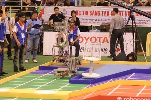 Không bất ngờ vòng loại Robocon 2012 phía Nam - ảnh 5