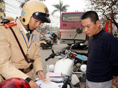 Thông tư 11 xử phạt xe không sang tên đổi chủ có thể sẽ bị vô hiệu sau hơn 2 tháng ban hành. Ảnh: Ngọc Thắng