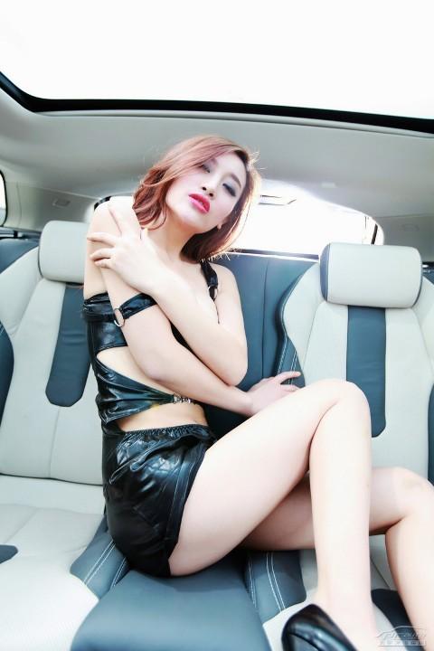 Chân dài cực nóng bên Range Rover Evoque (Phần II) - ảnh 13
