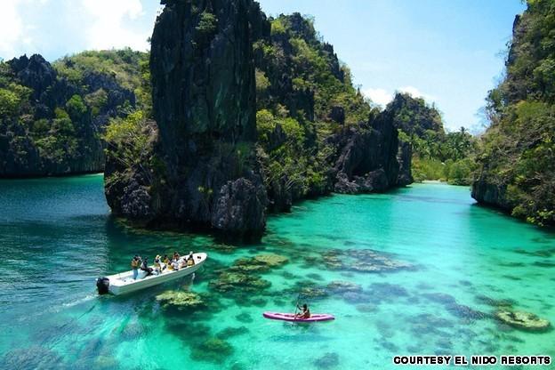 Du khách trải nghiệm khu du lịch Palawan, Philippines