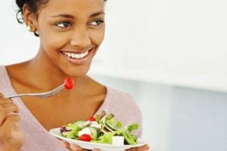Chế độ dinh dưỡng cho bà mẹ đẻ mổ ít sữa - ảnh 1