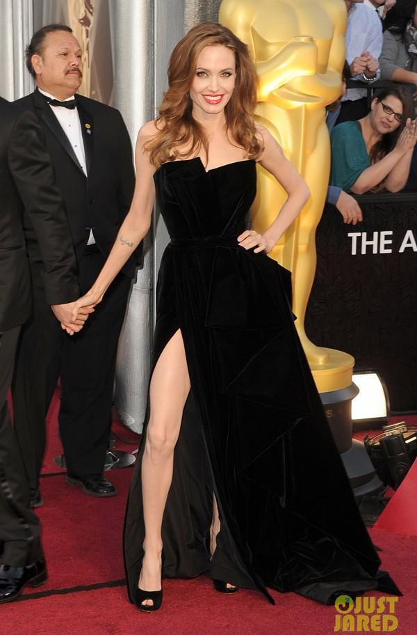 Fan tranh cãi về màn khoe chân của Jolie tại Oscar - ảnh 9