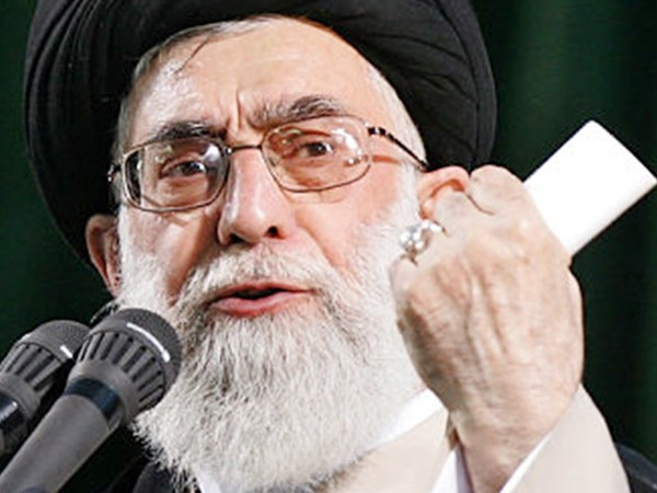 """Giáo chủ Khamenei: """"Iran không phải là một quốc gia chỉ biết ngồi nhìn các mối đe dọa đến từ những cường quốc"""".Ảnh: Flyingnorth.net."""