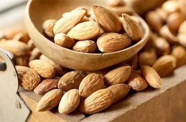 Mỗi ngày ăn 2-4 hạt hạnh nhân giúp tráng dương, bổ thận và hỗ trợ điều trị sỏi thận, sỏi đường tiết niệu cực tốt.