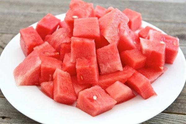 8 lý do tuyệt vời khiến bạn phải ăn dưa hấu mùa hè này - ảnh 1