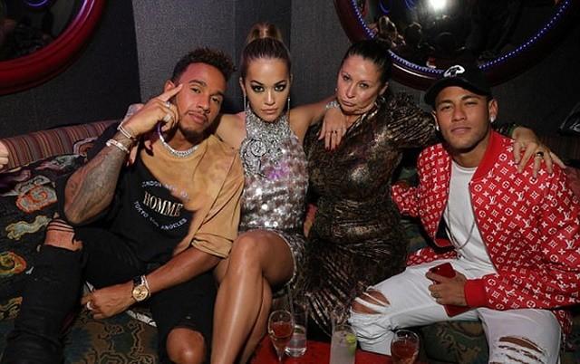 Mâu thuẫn đỉnh điểm, Neymar yêu cầu PSG bán gấp Cavani - ảnh 1