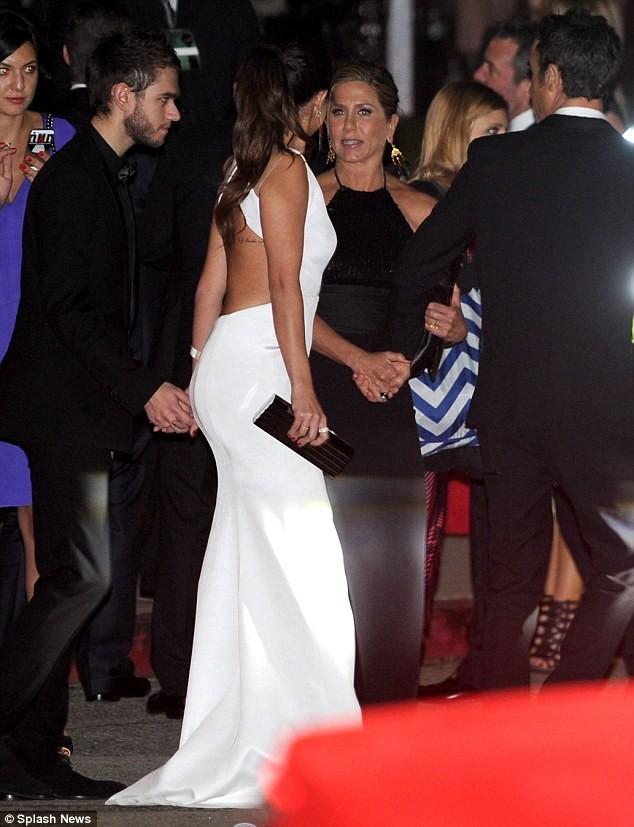 Selena Gomez quấn quýt bên nam DJ điển trai - ảnh 1