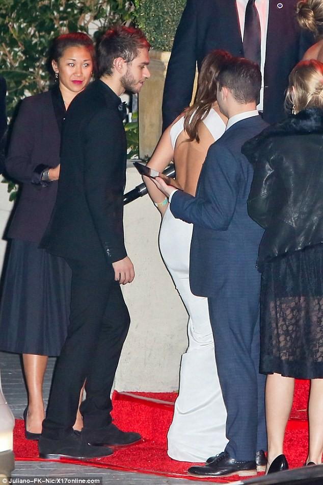 Selena Gomez quấn quýt bên nam DJ điển trai - ảnh 3