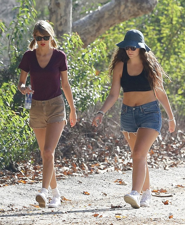 Taylor Swift thướt tha xuống phố với style cổ điển - ảnh 5
