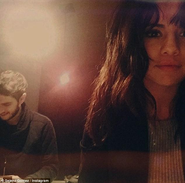Lộ ảnh Selena Gomez mặc nội y chat video với bạn trai - ảnh 4