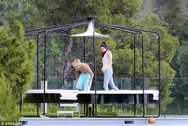 Justin Bieber ở trần