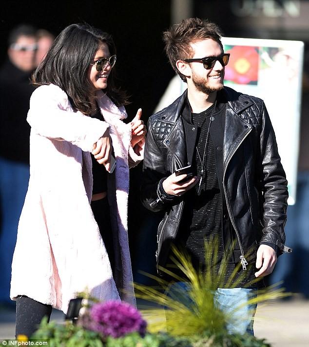 Selena Gomez và bạn trai mới bị theo dõi - ảnh 1